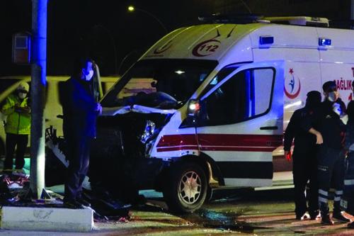 Kaza Yapan Ambulans