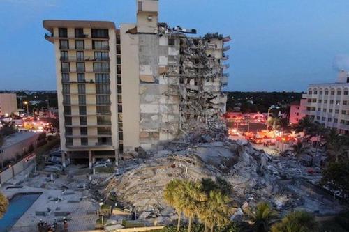 Miami de çöken bina