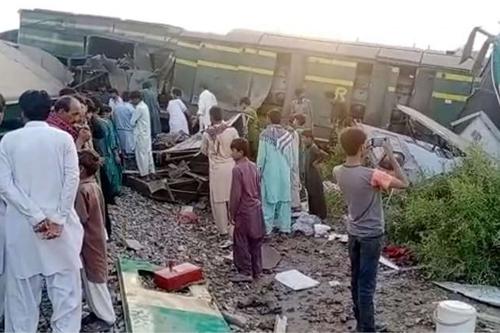 Pakistanda yeni bir tren kazası